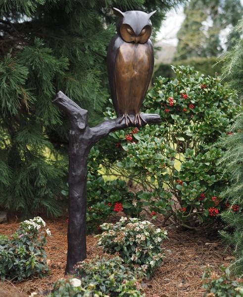 Eule Sava auf Baum aus Bronze