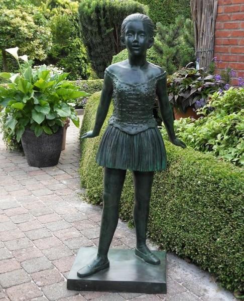 Junge Ballerina Aimee als Bronzeskulptur