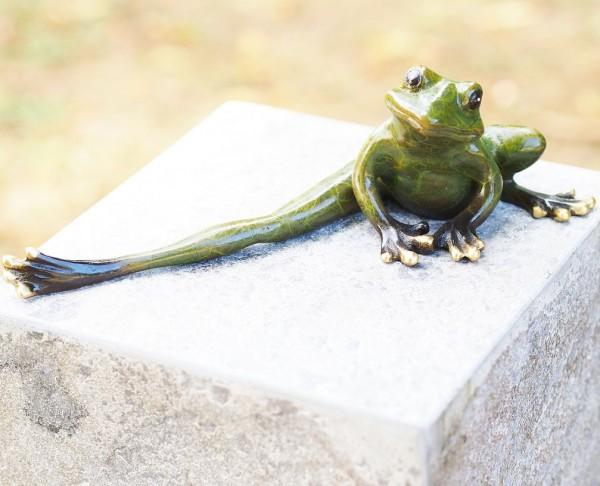 gruener-Frosch-macht-gymnastik-Bronzefigur