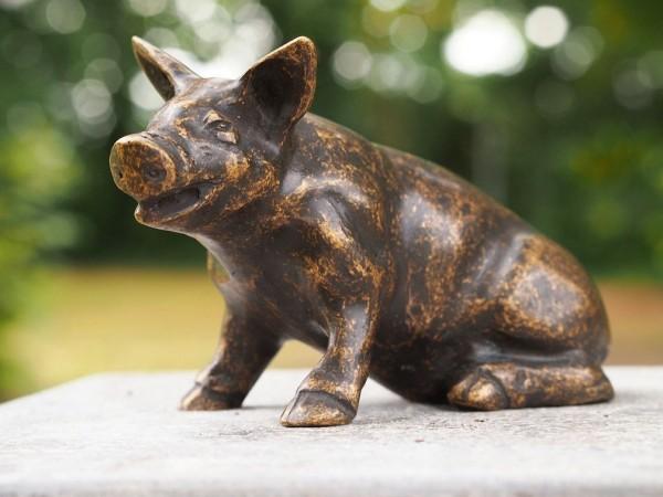 kleines-Ferkel-schweinchen-Bronzefigur-Bronzeskulptur