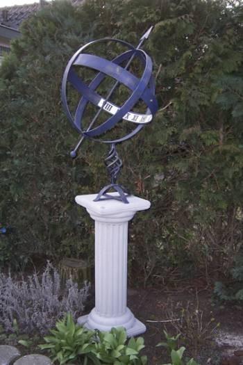 Sonnenuhr Wister aus dunkelblauen Metall oder dunkelgrünen Metall