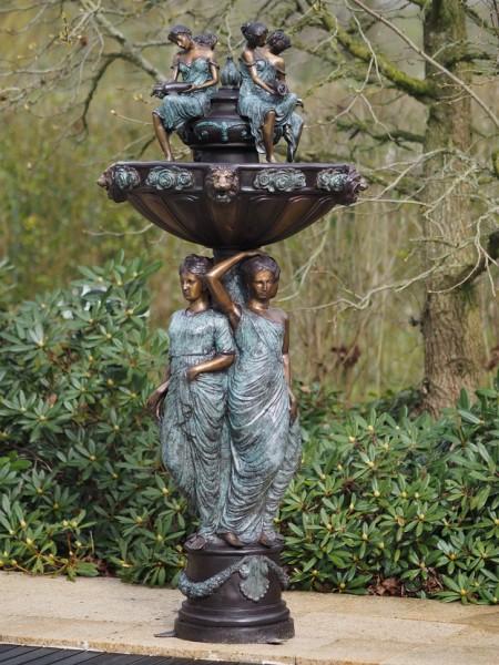 Großer Bronze Brunnen Leonie Flowers