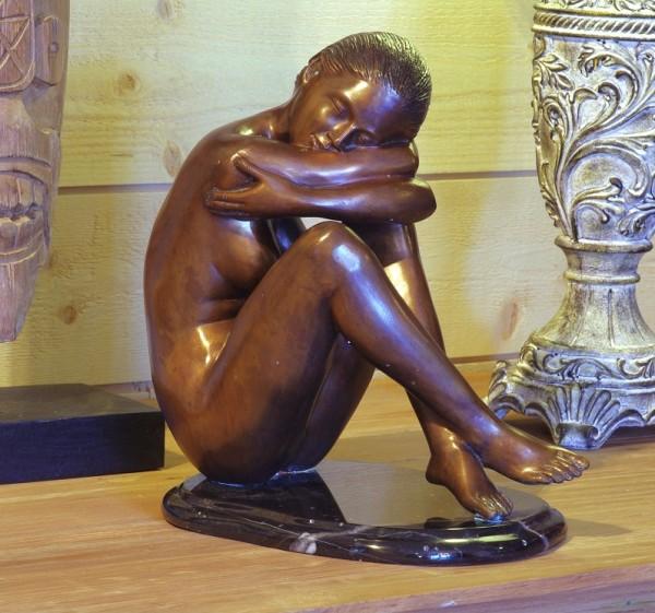 Ambre Akt sitzend | Bronzefigur